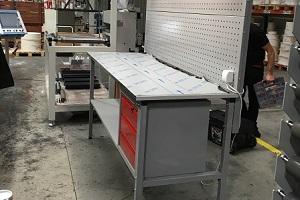 stół warsztatowy z oświetleniem dla firmy z warszawy