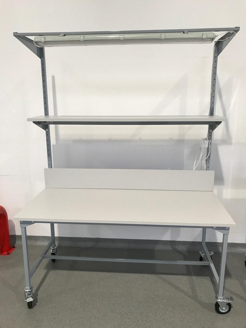 stół montażowy z oświetleniem - realizacja