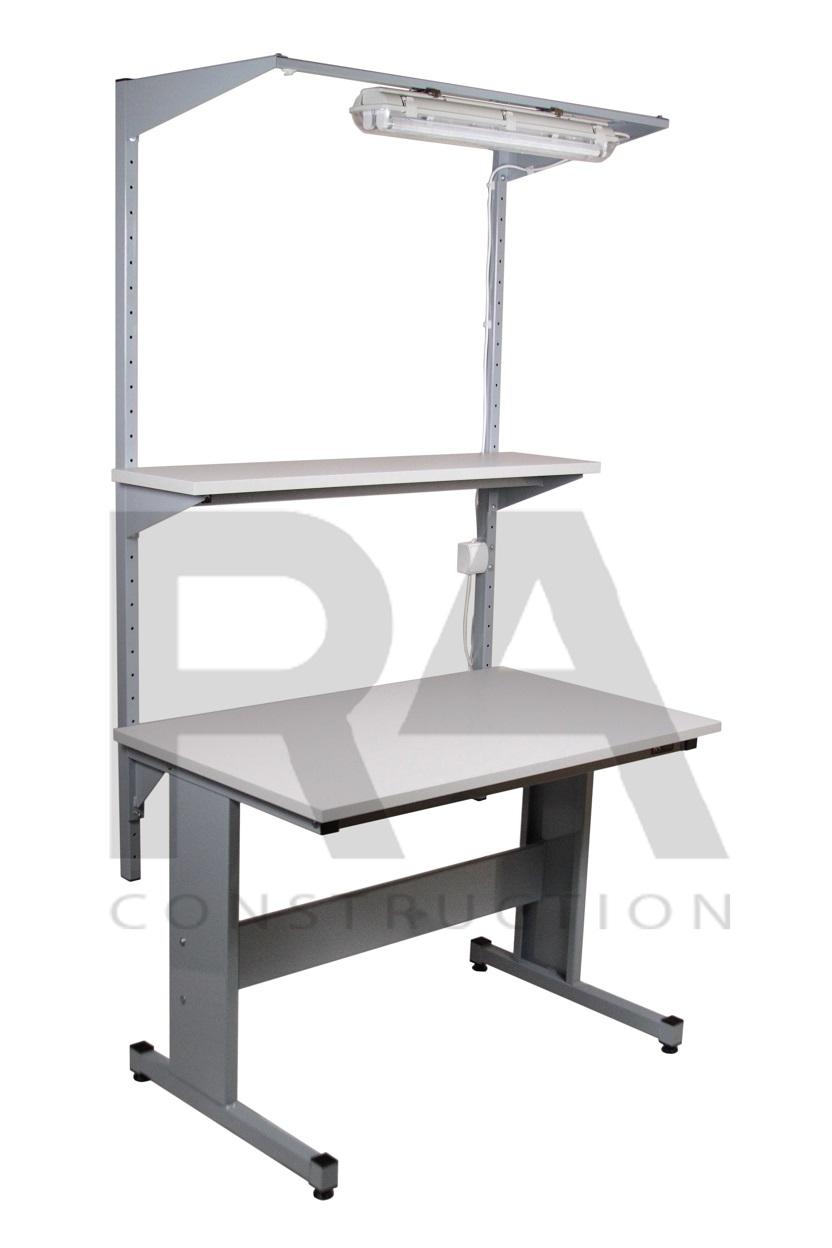 nowoczesny stół produkcyjny z półką i oświetleniem