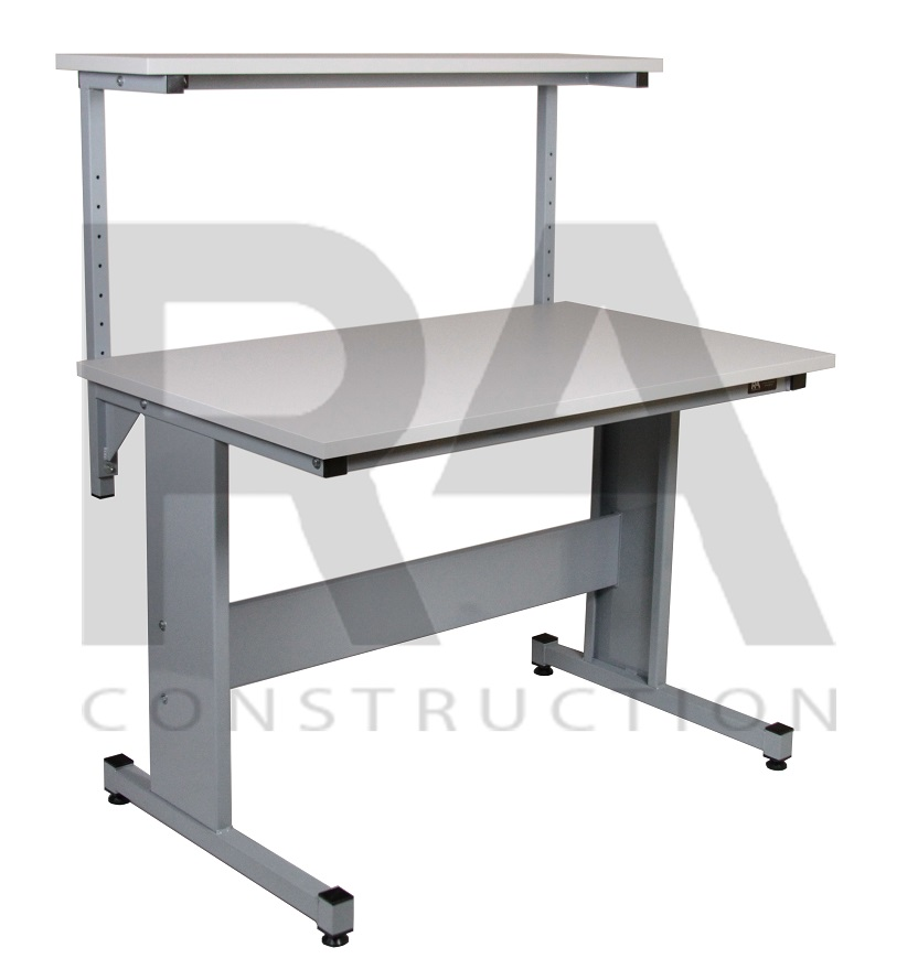 przemysłowy stół produkcyjny z półka nad blatem