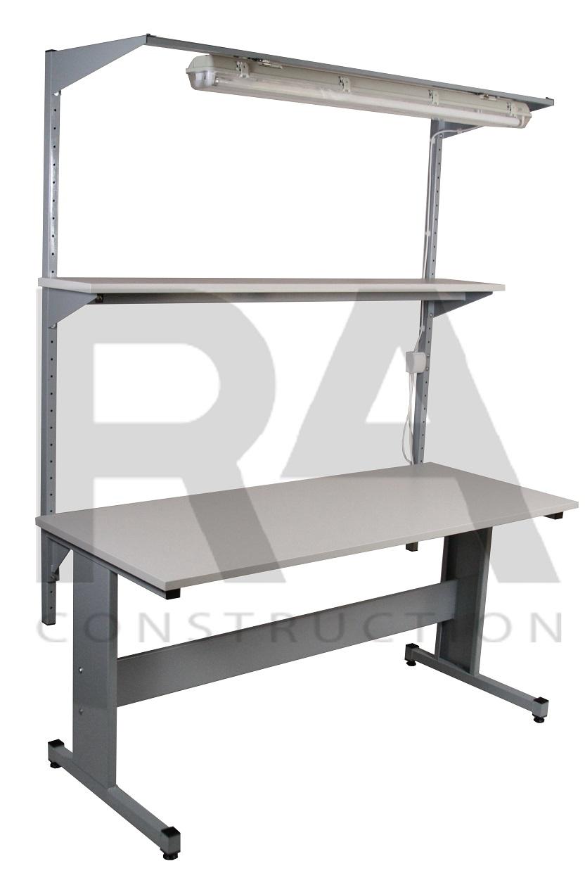 stół przemysłowy z półką i oświetleniem blatu