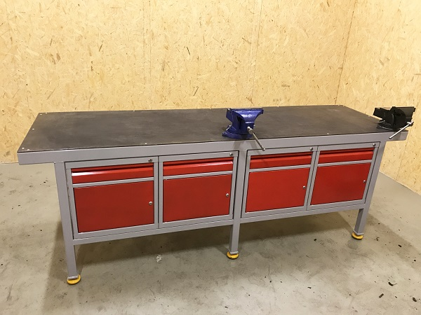 stół ślusarski z imadłem